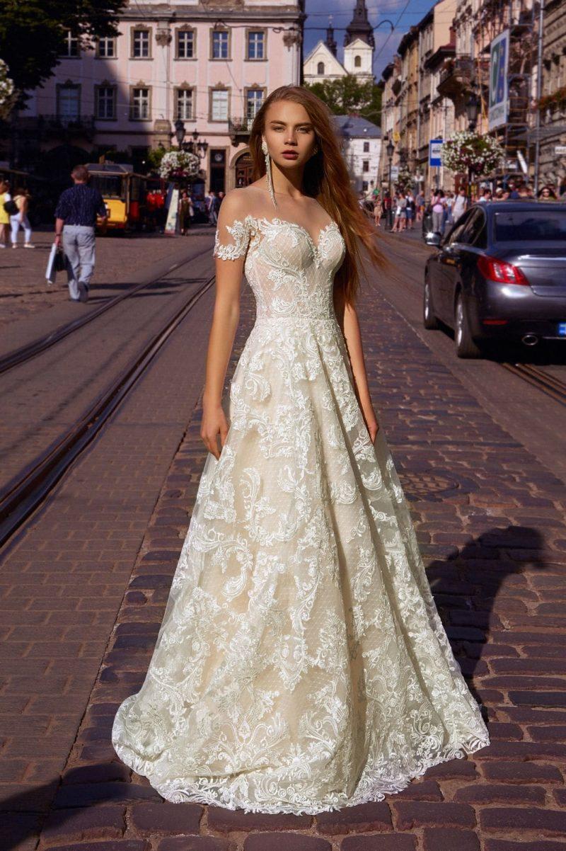 Свадебное платье из молочного кружева
