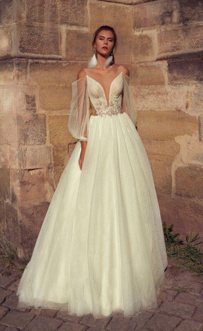 Пышное свадебное платье ванильного оттенка