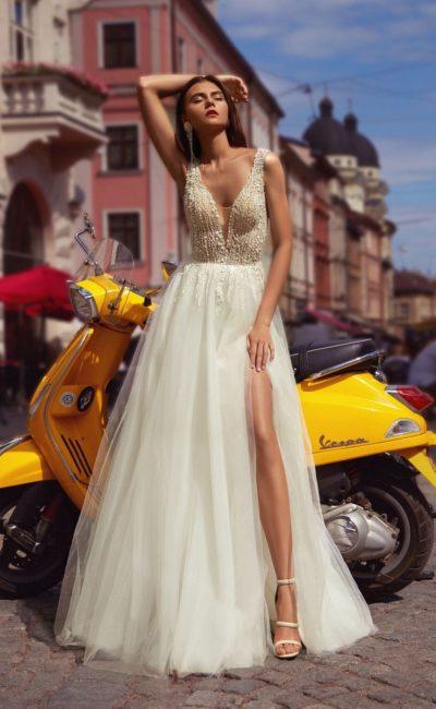 платье цвета айвори с пышной фатиновой юбкой