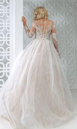 Свадебное платье оттенка айвори с многослойной юбкой