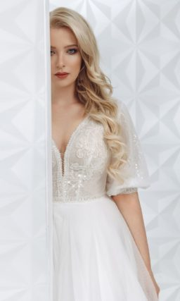 свадебное платье с пышной юбкой и рукавами