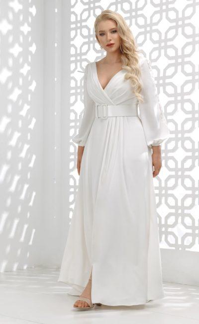 свадебное платье прямого кроя из белого атласа