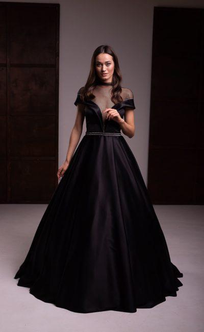 Пышное платье из черного атласа