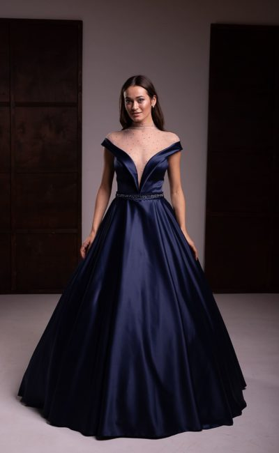 Вечернее платье из темно-синего атласа