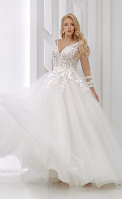 Пышное свадебное платье с  кружевным декором