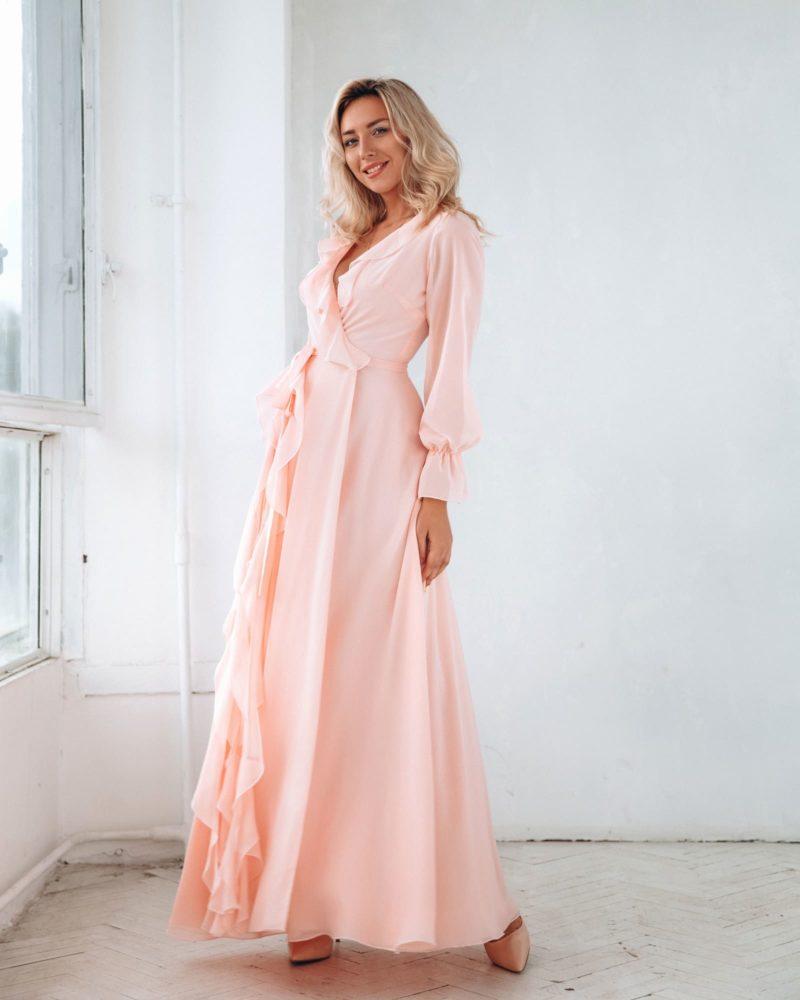 платье из пудрового шифона с юбкой в пол