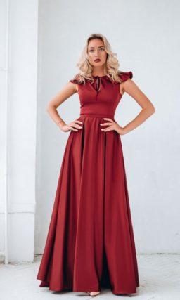 Длинное вечернее платье бордового цвета