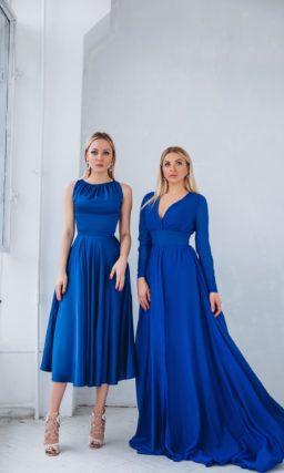 платье из ярко-синего атласа