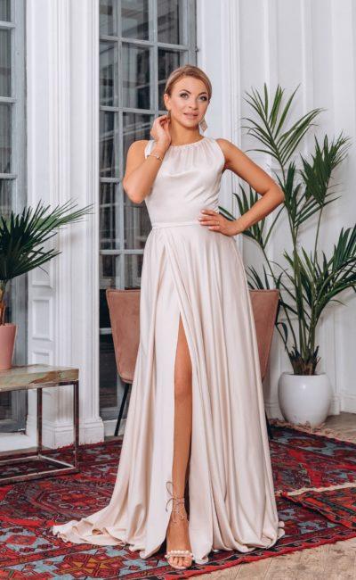 Длинное атласное вечернее платье