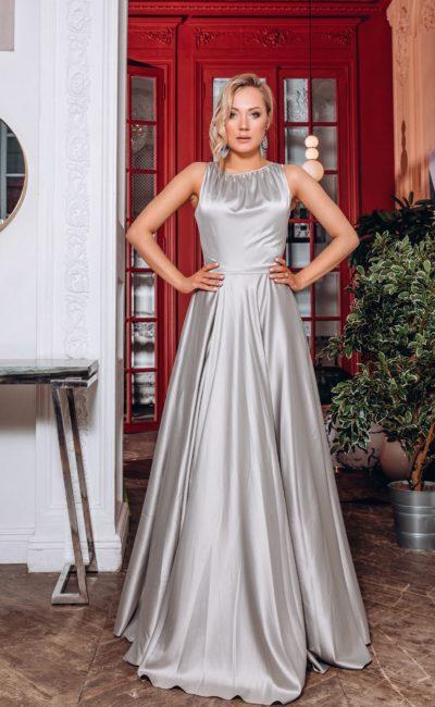 Длинное блестящее вечернее платье