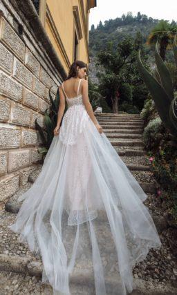 Свадебное платье из фатина и кружева