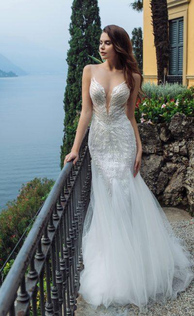 Свадебное платье с открытым верхом и вышивкой