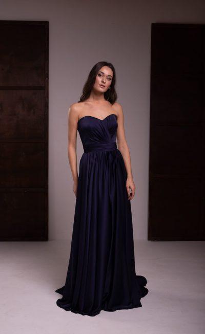 платье из темно-синего атласа