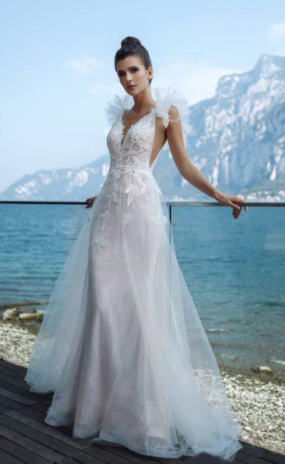 Cвадебное платье с глубокими вырезами по бокам