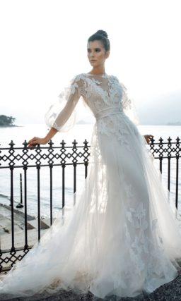 Свадебное платье с прозрачной верхней юбкой