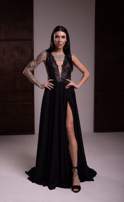 Вечернее платье из черного атласа