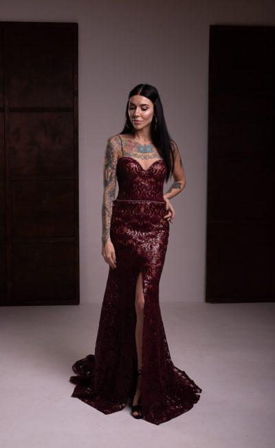 Вечернее платье в оттенке марсала