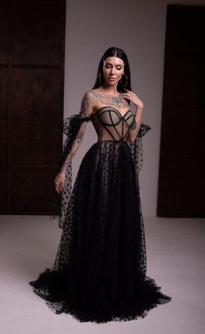 Вечернее платье из черного фатина