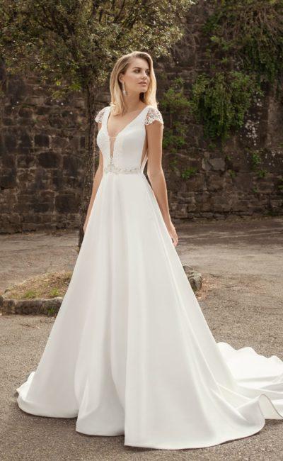 Свадебное платье с трапециевидной юбкой