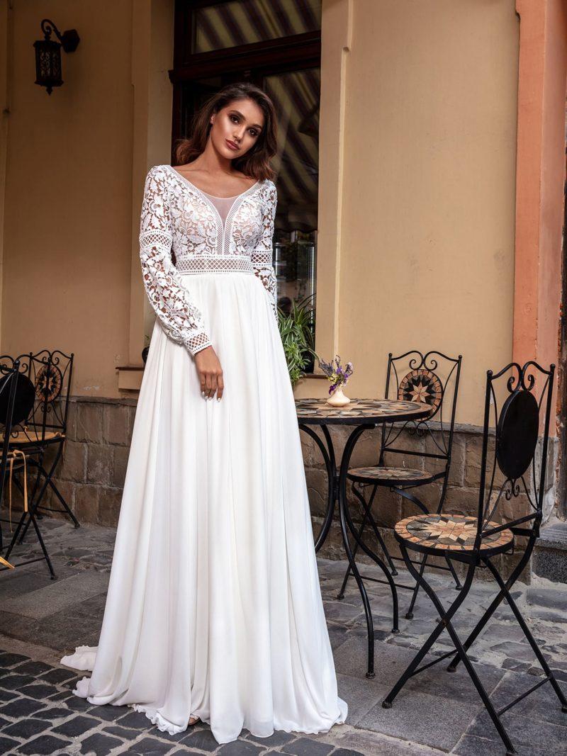 Прямое свадебное платье из кружева и шифона