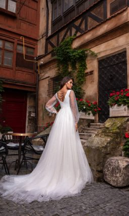 Пышное свадебное платье из белого воздушного фатина в горошек