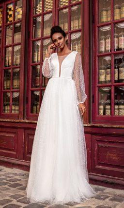 Прямое платье с длинными рукавами