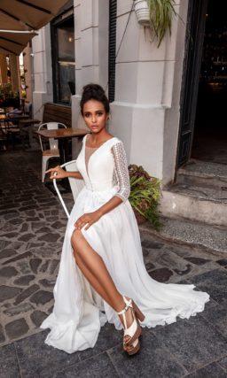 Приталенное платье с длинными рукавами