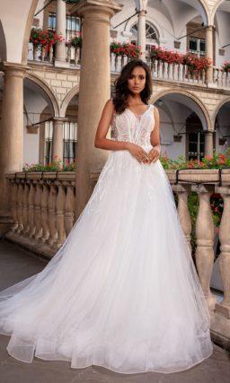 Пышное свадебное платье из молочного фатина