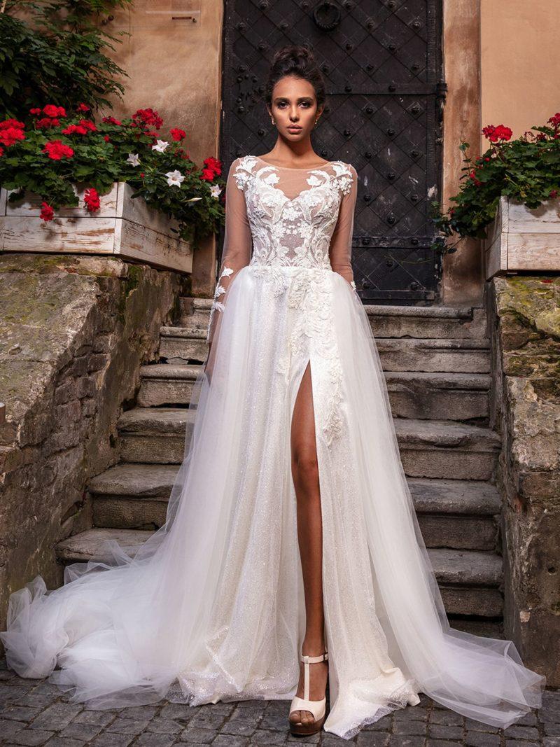 Свадебное платье цвета айвори и многослойной юбкой