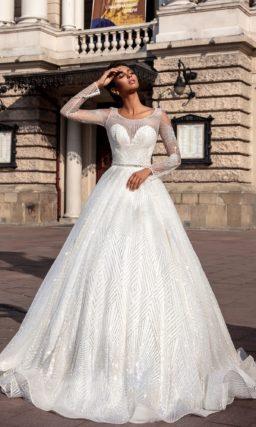 Свадебное платье с пышной юбкой и серебристым декором