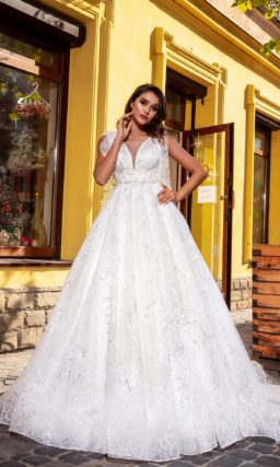 пышное свадебное платье, декорированное вышивкой