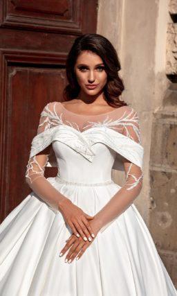 Роскошное свадебное платье с пышной юбкой из атласа
