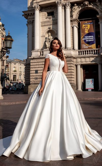 Минималистичное свадебное платье принцесса