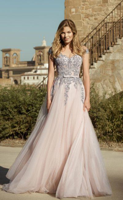 Свадебное платье с многослойной легкой юбкой