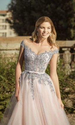 платье с многослойной легкой юбкой