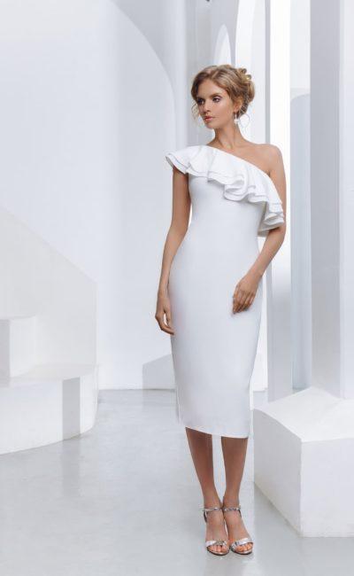 укороченное свадебное платье-футляр из белого крепа