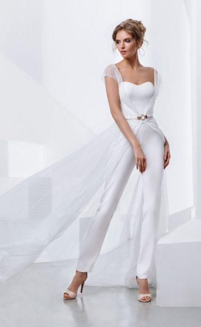 Свадебный комбинезон из белого крепа