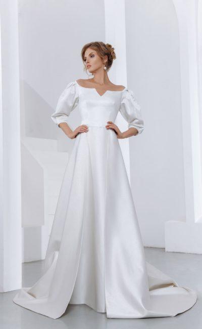 Свадебное платье со шлейфом и рукавами до локтей