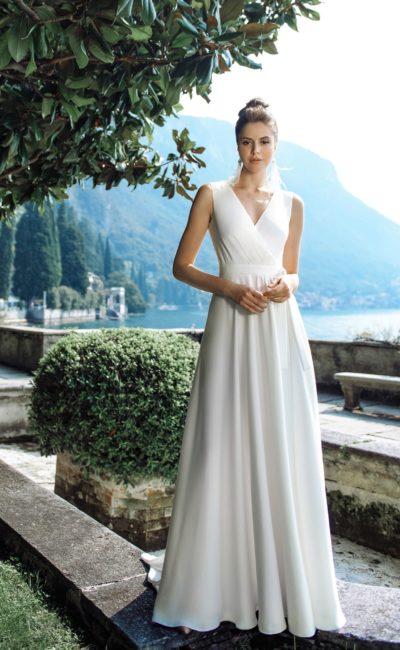 свадебное платье в стиле минимализм с трапециевидной юбкой