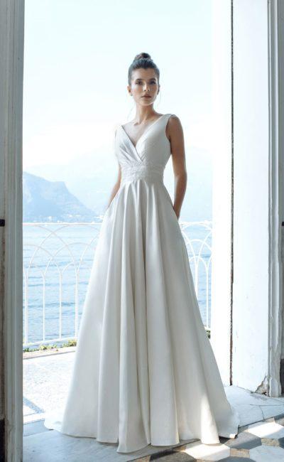 Атласное свадебное платье со сдержанным дизайном