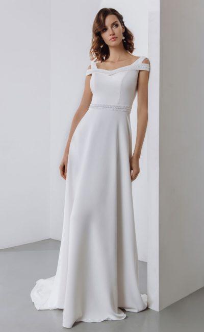 Сдержанное свадебное платье  из гладкого белого крепа