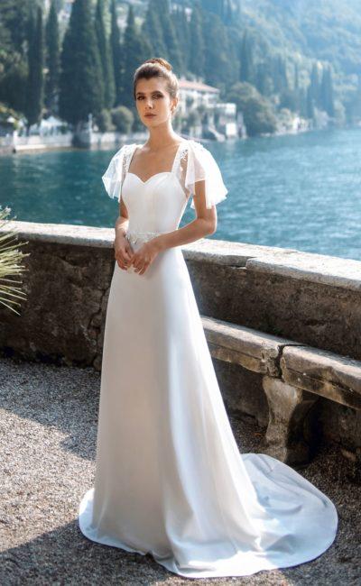 Атласное свадебное платье с лаконичным дизайном