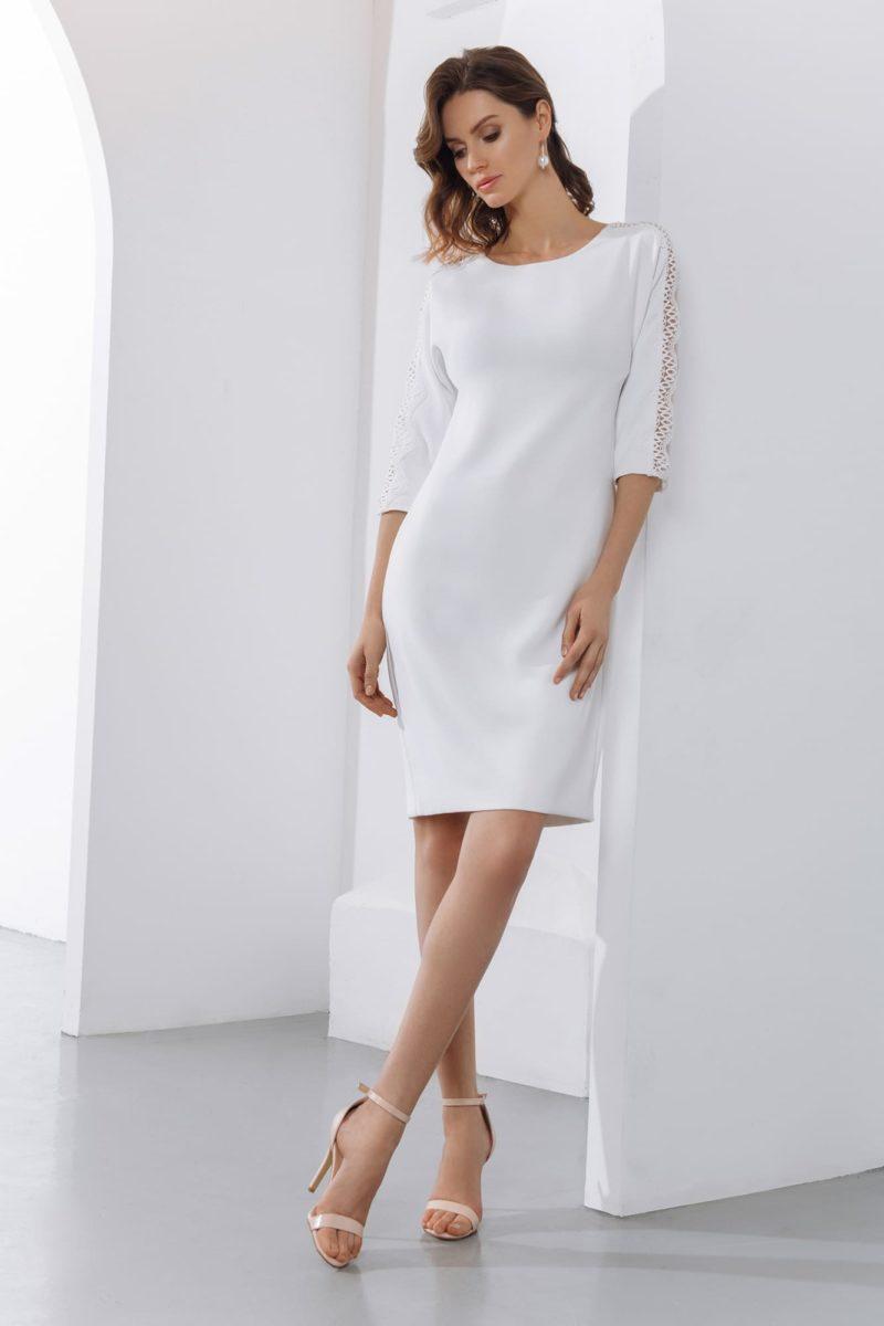 Короткое свадебное платье-футляр с рукавами