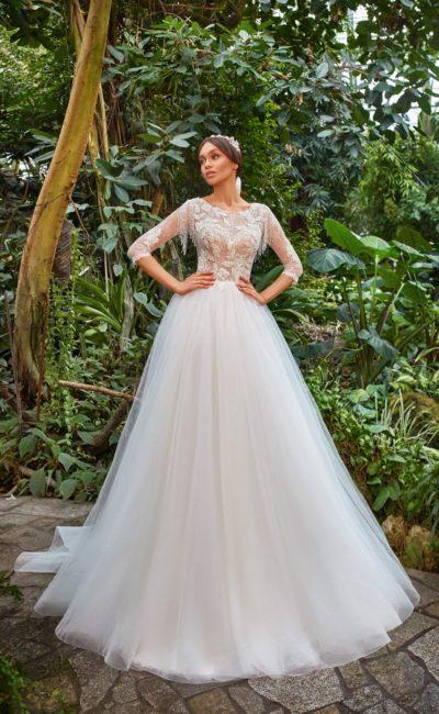 Пышное свадебное платье с рукавами