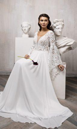 платье с необычными длинными рукавами