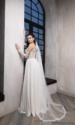 Прямое платье с кружевным декором