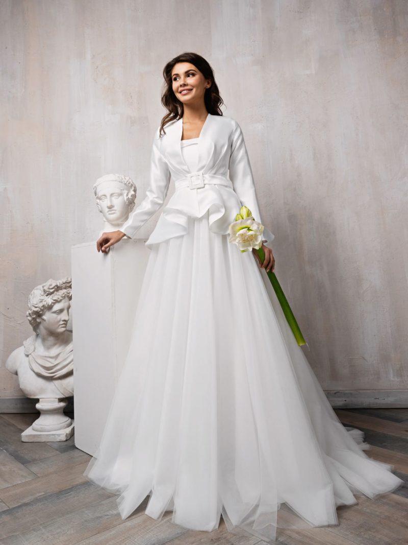 Свадебный женский костюм с пышным платьем и жакетом