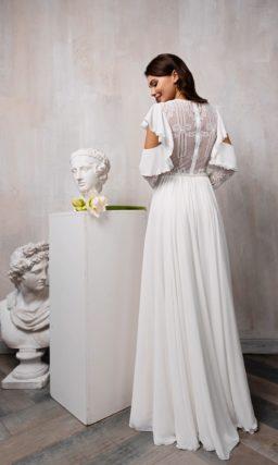 Прямое платье с необычными рукавами