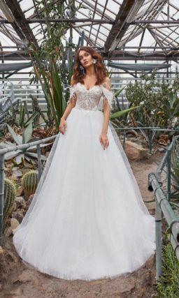 Пышное свадебное платье с необычным декором