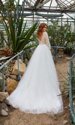 платье с длинными прозрачными рукавами